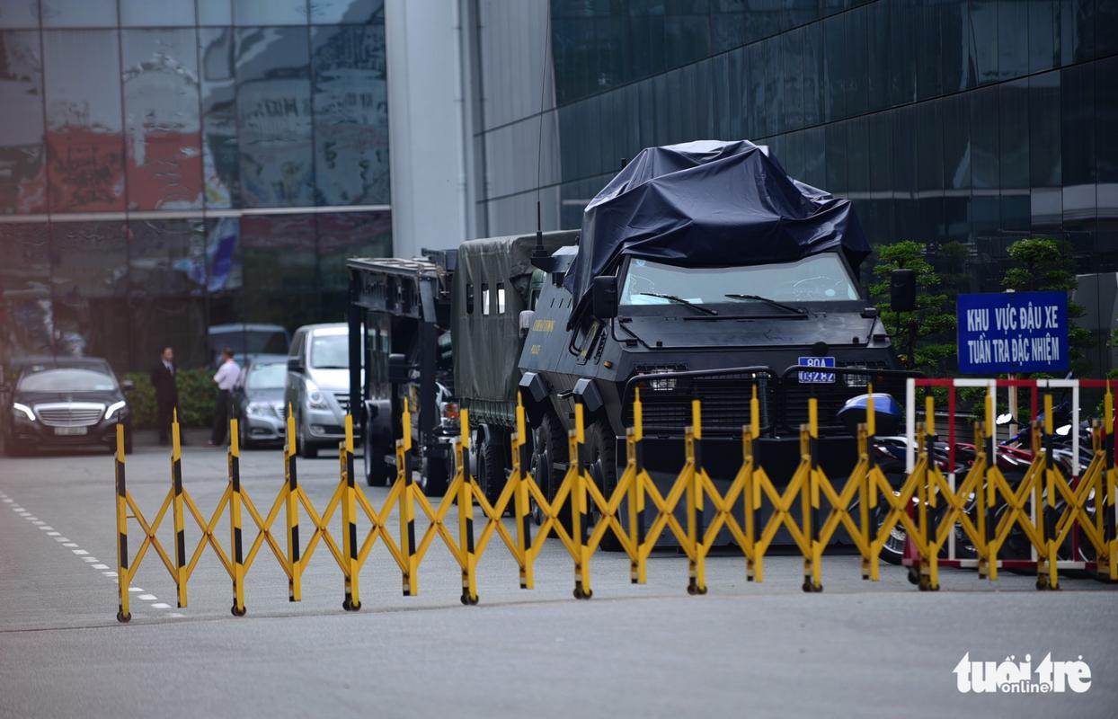 Trien khai xe thiet giap bao ve Tan Son Nhat dip APEC-Hinh-5