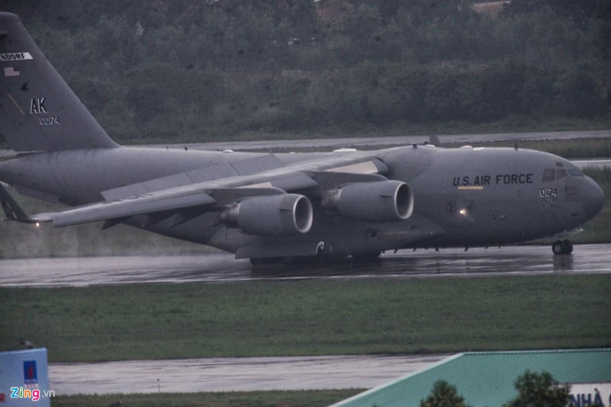 """""""Ngua tho"""" C-17 cho doan xe cua Tong thong Trump toi Da Nang-Hinh-2"""