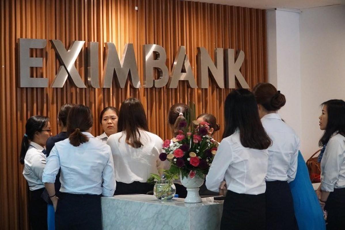 Anh: Kham xet, bat giu 2 nhan vien ngan hang Eximbank TP HCM-Hinh-2
