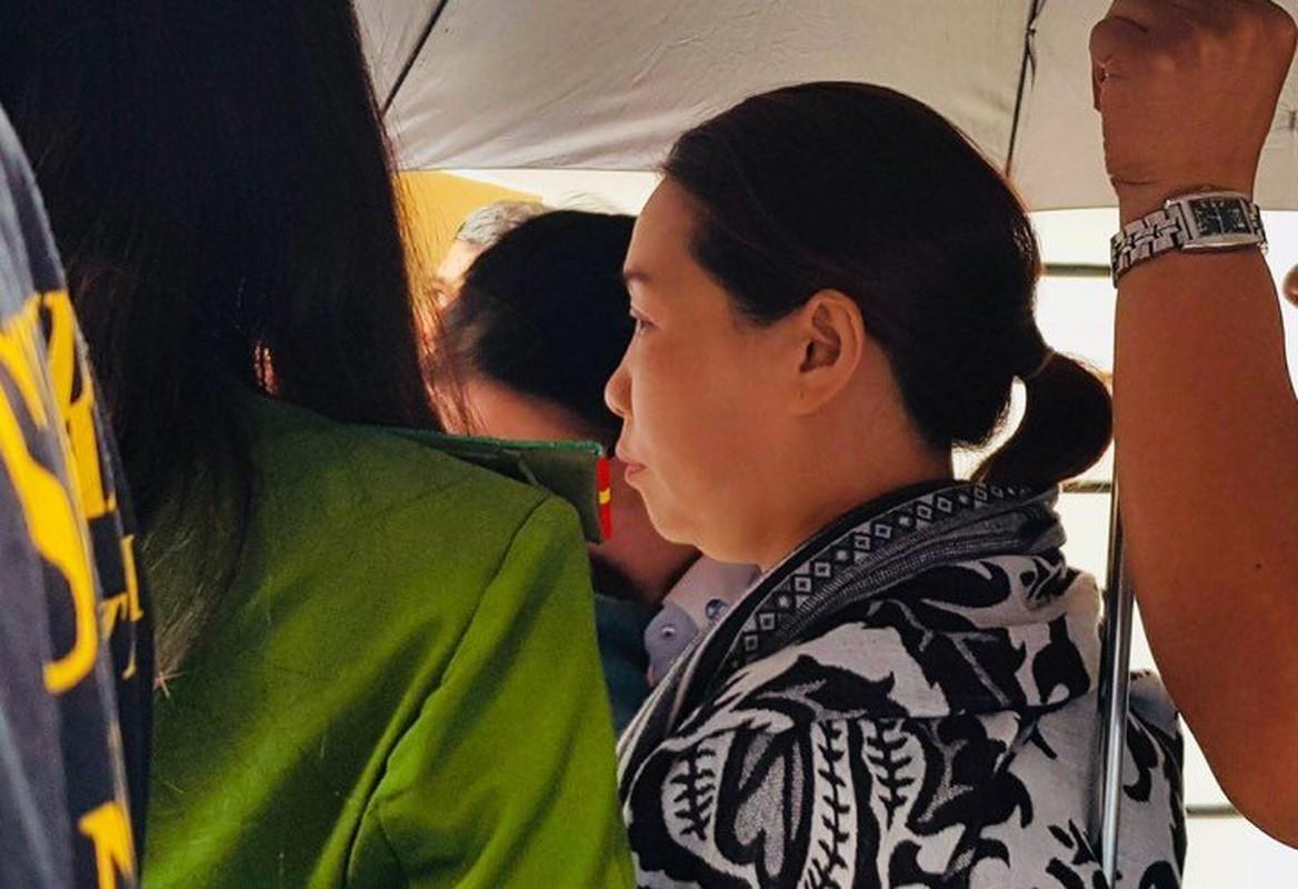 Anh: Kham xet, bat giu 2 nhan vien ngan hang Eximbank TP HCM-Hinh-7