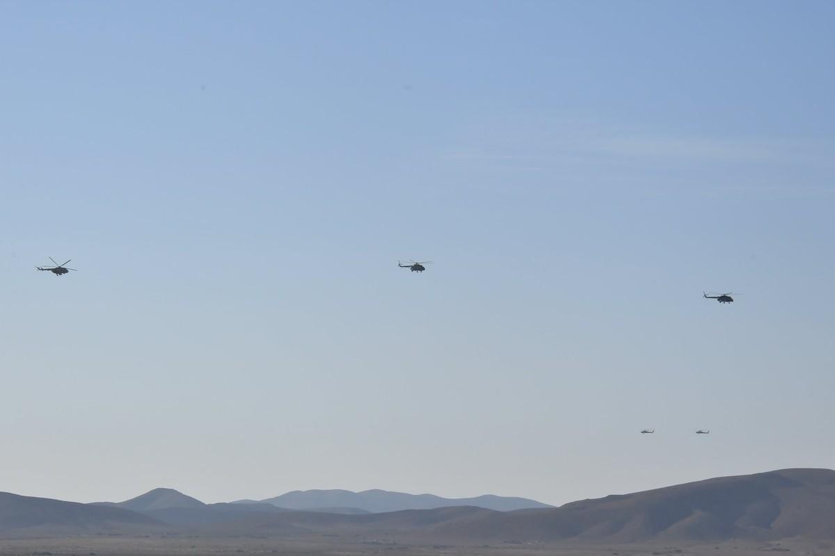 Choang ngop Quan doi Algeria tap tran voi xe tang T-90, tiem kich Su-30-Hinh-14