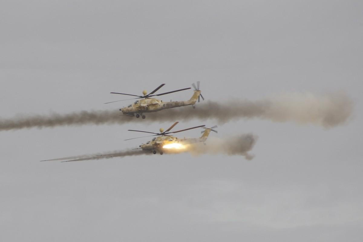 Choang ngop Quan doi Algeria tap tran voi xe tang T-90, tiem kich Su-30-Hinh-16