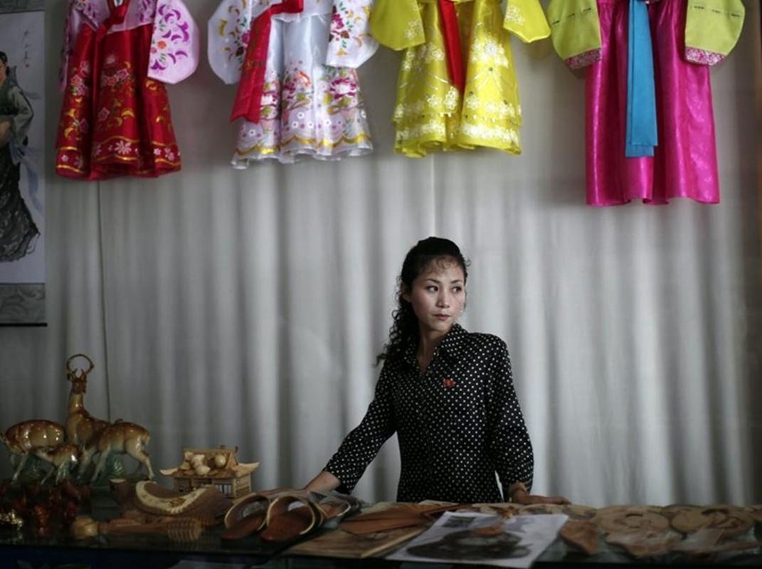 Ve dep cua phu nu Trieu Tien trong lao dong-Hinh-10