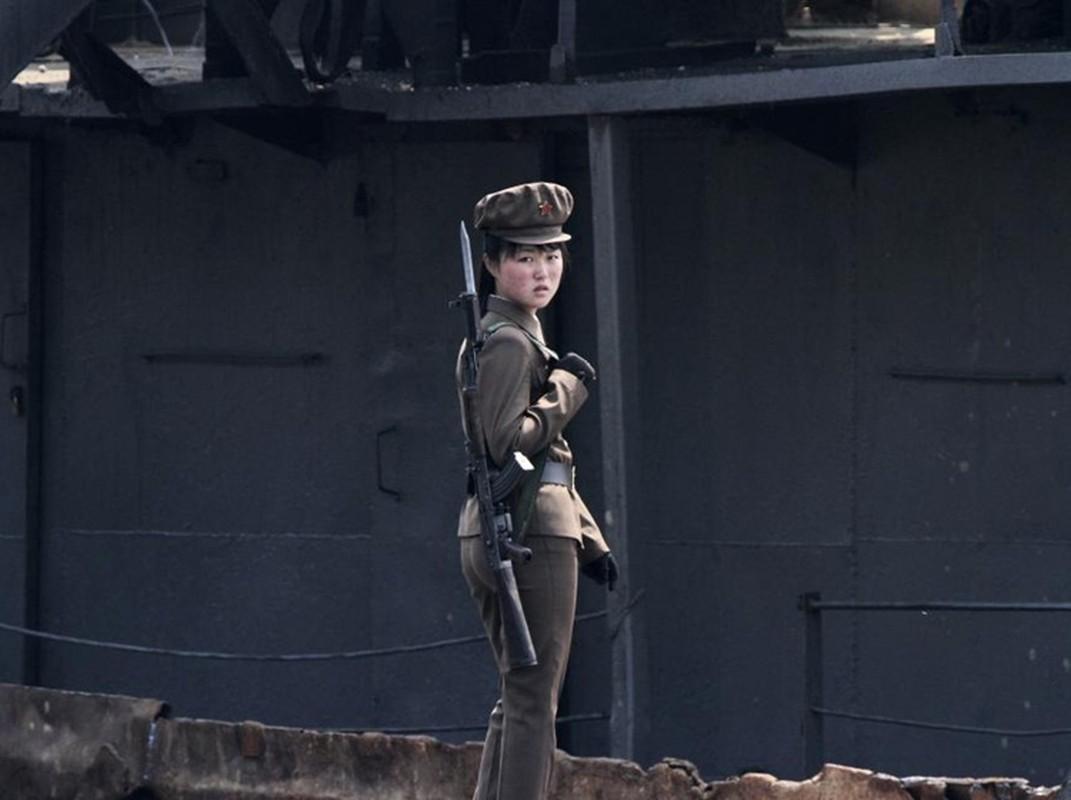 Ve dep cua phu nu Trieu Tien trong lao dong-Hinh-15