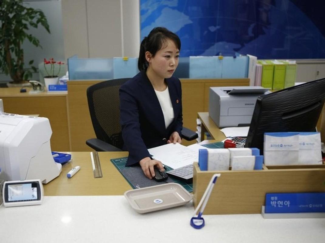 Ve dep cua phu nu Trieu Tien trong lao dong-Hinh-3