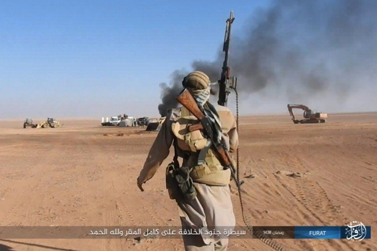 Phien quan IS dot kich can cu Iraq gan bien gioi Syria-Hinh-6