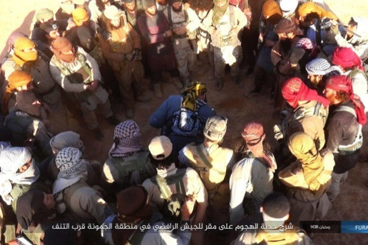 Phien quan IS dot kich can cu Iraq gan bien gioi Syria