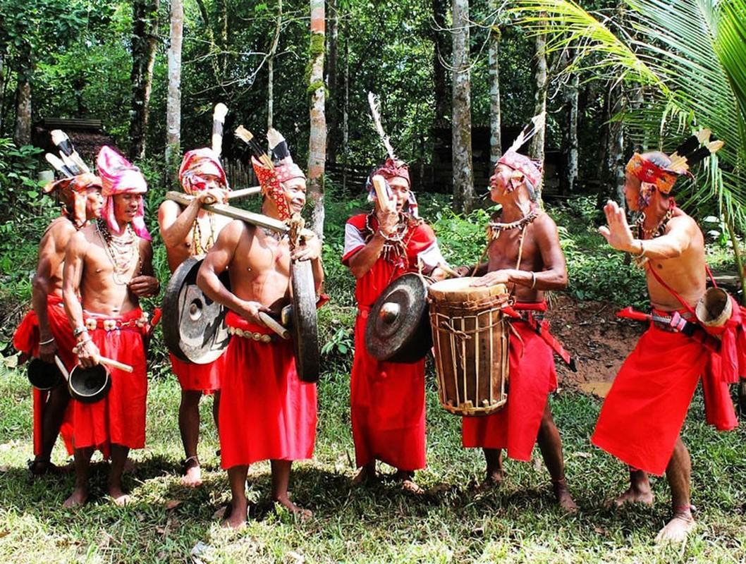 Rung minh nhung tap tuc ky di chi co o Indonesia-Hinh-9