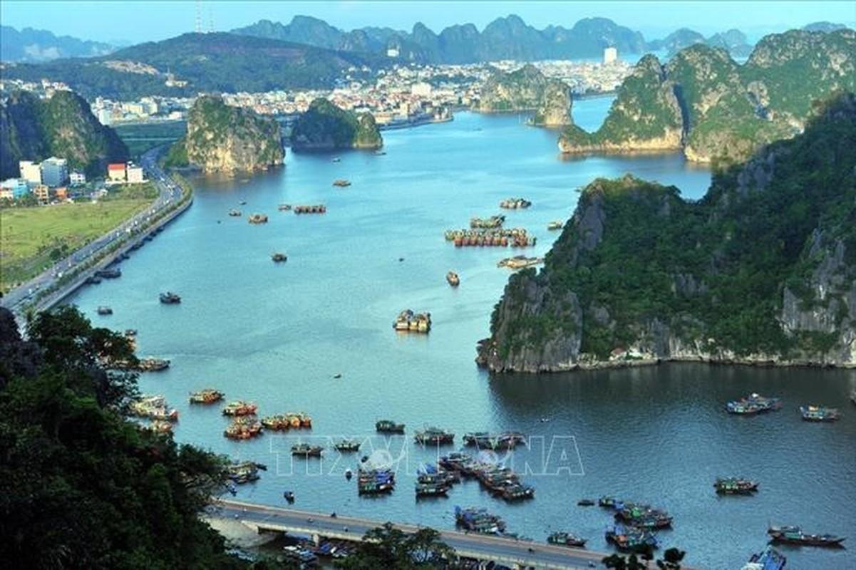 Chiem nguong Vinh Ha Long - noi don doan Lanh dao Trieu Tien