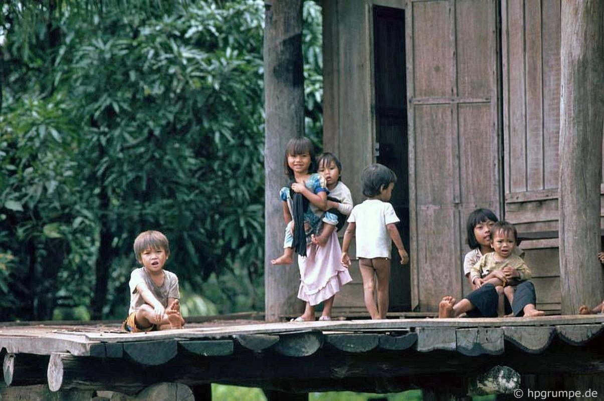 Khac la chum anh mau ve Buon Ma Thuot nam 1992-Hinh-10