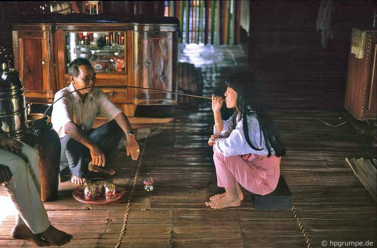 Khac la chum anh mau ve Buon Ma Thuot nam 1992-Hinh-9