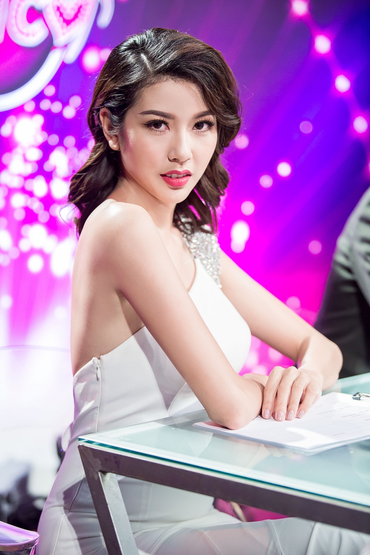 Thuy Van thanh lich cung dam trang tinh te-Hinh-4