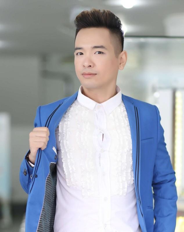 Ca si Viet Quang chia se ly do mat tich nhieu nam-Hinh-3