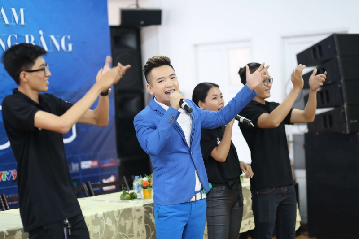 Ca si Viet Quang chia se ly do mat tich nhieu nam-Hinh-5