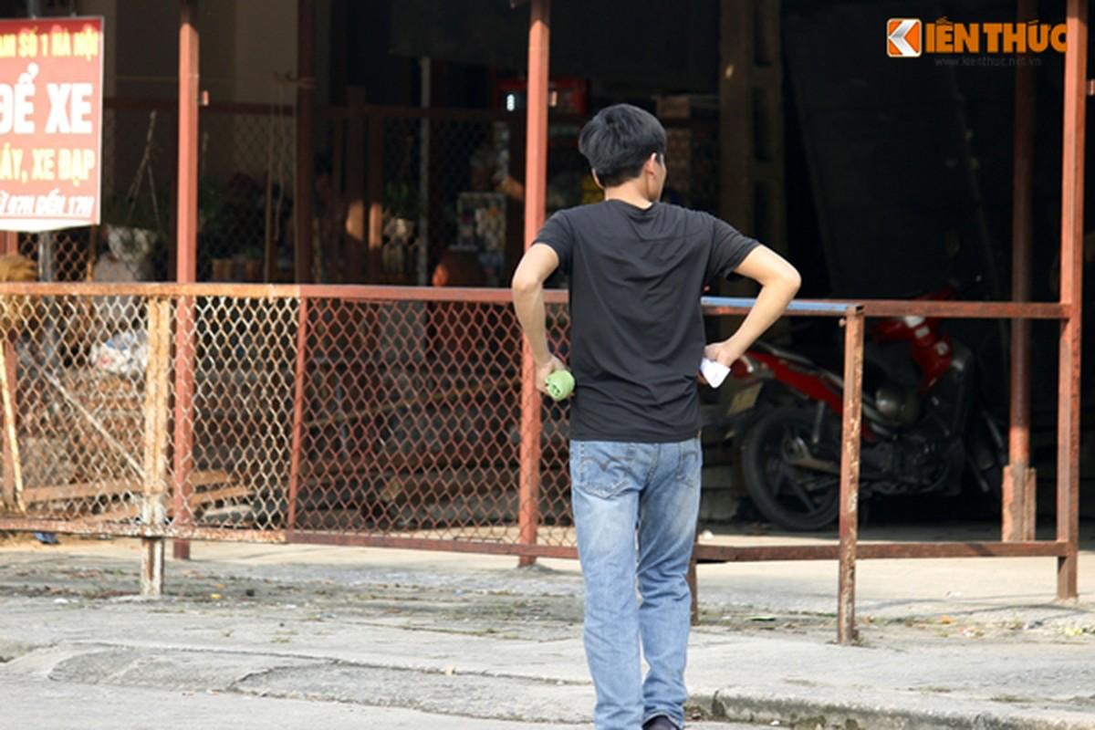 Anh: Bo con om chat nhau truoc cua trai tam giam so 1-Hinh-15