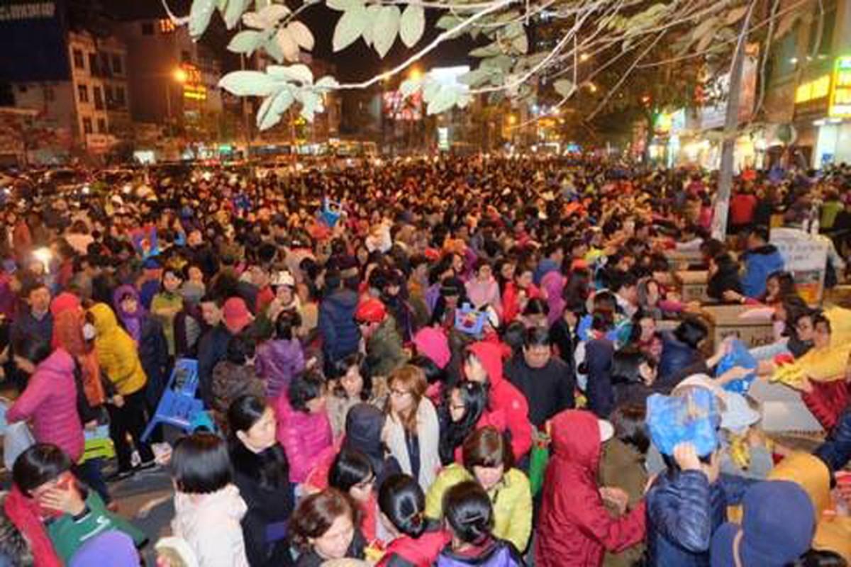 Anh: Bien nguoi chen chan tham du le cau an o chua Phuc Khanh-Hinh-8