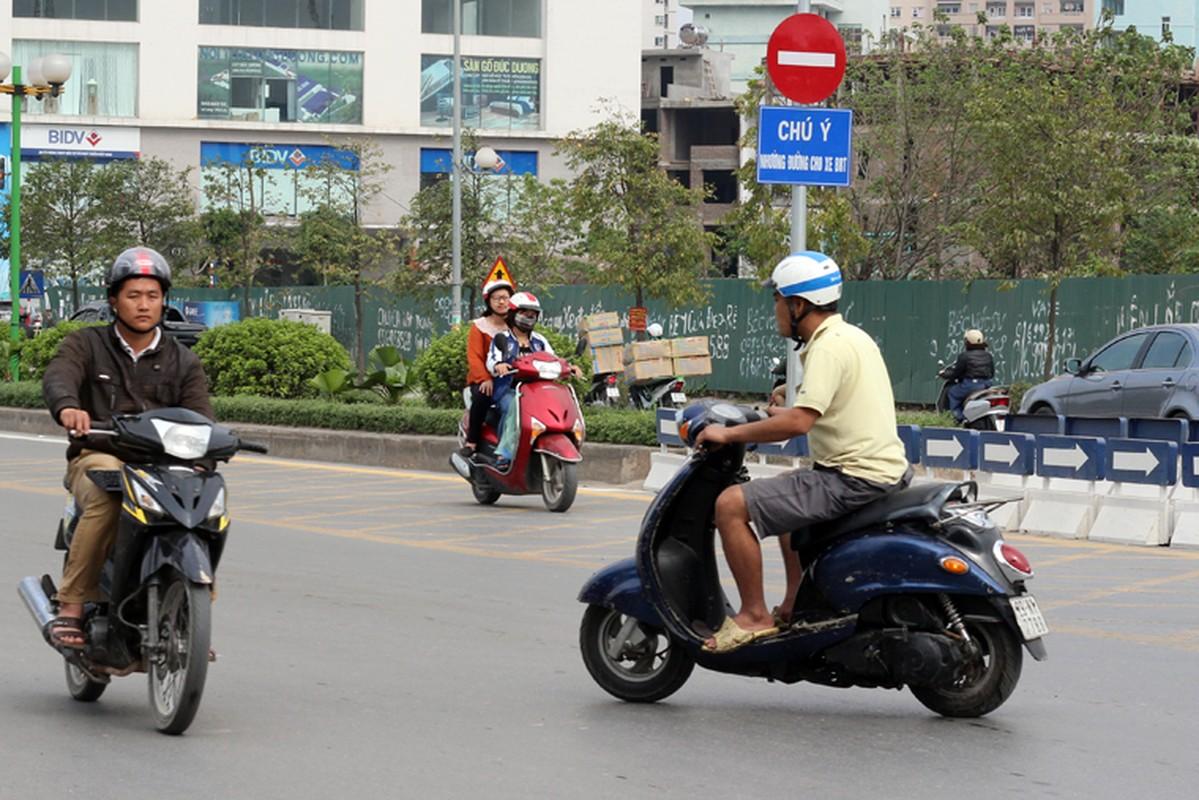 Anh: Dong xe may di nguoc chieu gay nao loan duong Ha Noi-Hinh-8