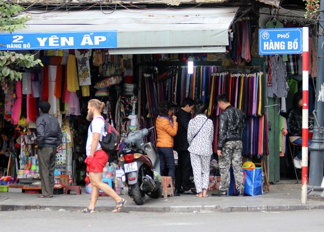 "Anh: Via he pho co Ha Noi bi cac ho kinh doanh ""nuot"" gon-Hinh-13"