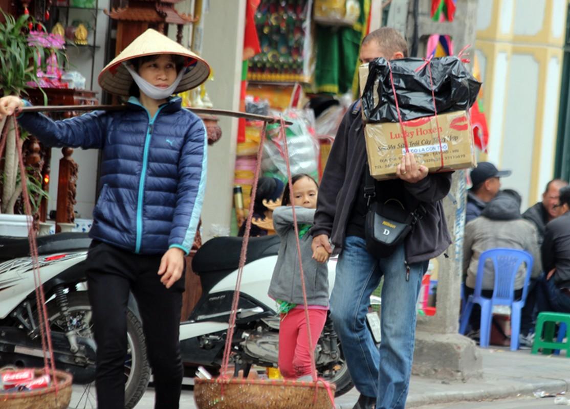 "Anh: Via he pho co Ha Noi bi cac ho kinh doanh ""nuot"" gon-Hinh-15"