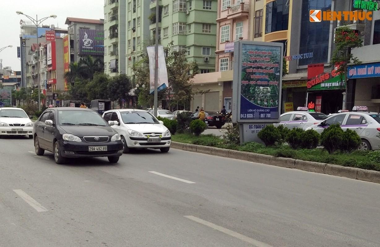 Anh: Ngo ngang hang loat bang sai chinh ta giua pho Ha Noi-Hinh-7