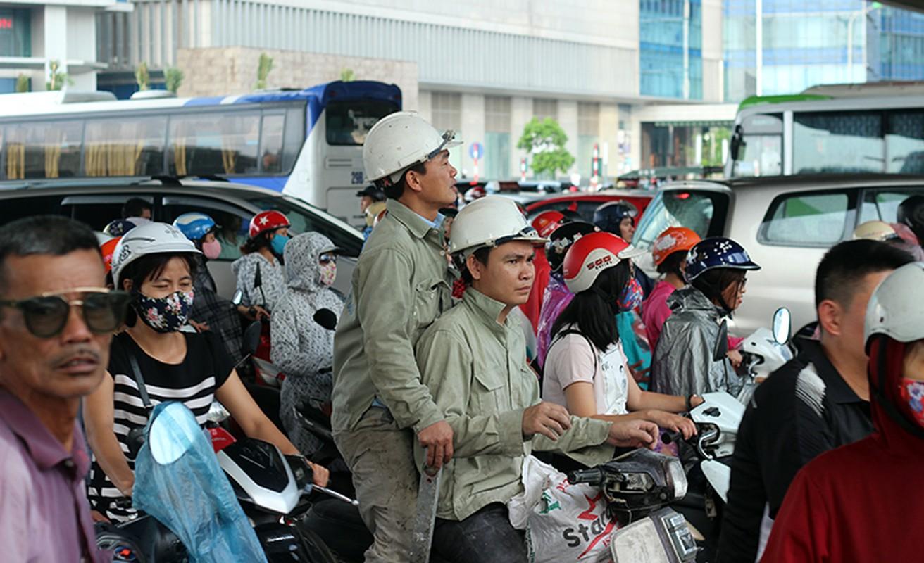 Anh: O to, xe may mac ket nhieu gio dong ho sau mua o HN-Hinh-10