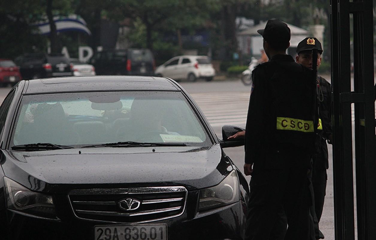 Bat chap troi mua, CDV no nuc den san My Dinh cho don Olympic Viet Nam-Hinh-13