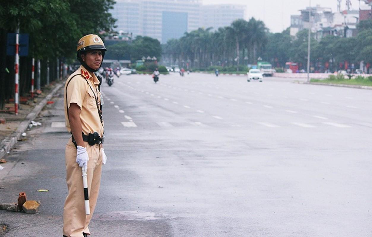 Bat chap troi mua, CDV no nuc den san My Dinh cho don Olympic Viet Nam-Hinh-14