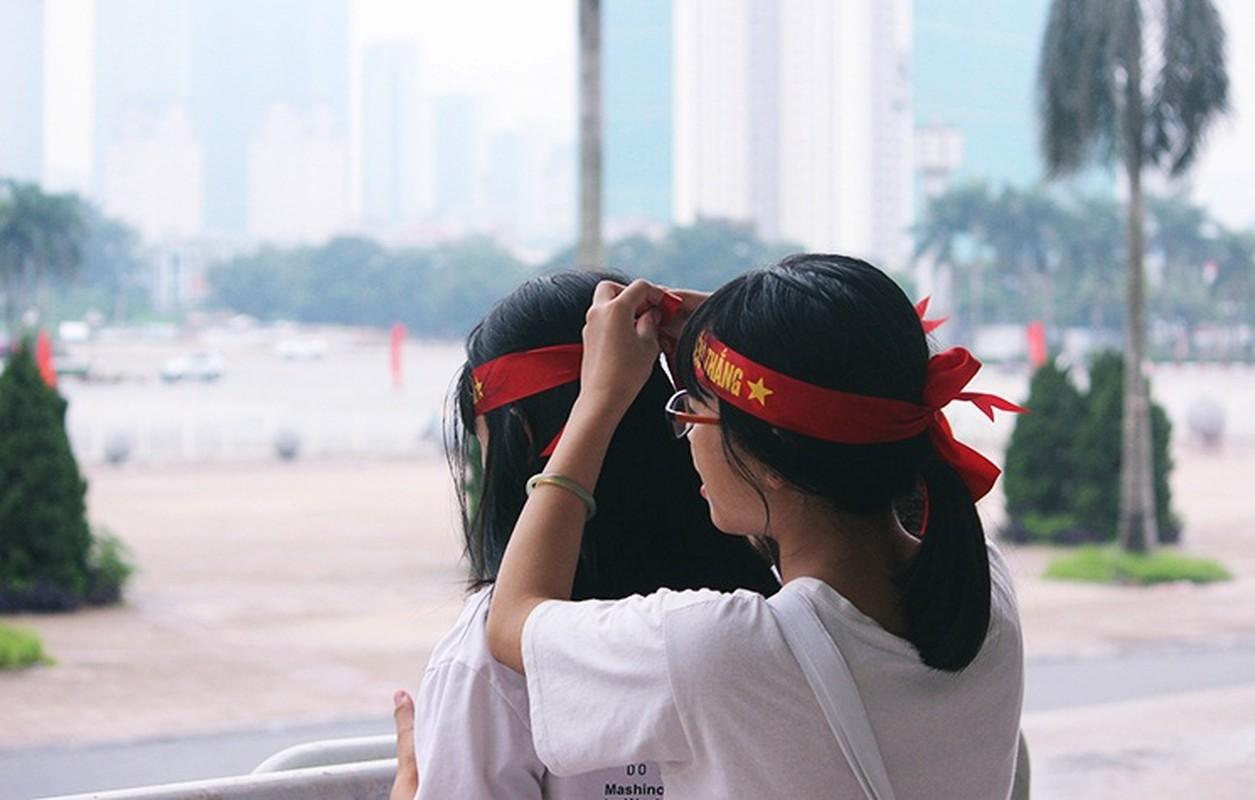 Bat chap troi mua, CDV no nuc den san My Dinh cho don Olympic Viet Nam-Hinh-3