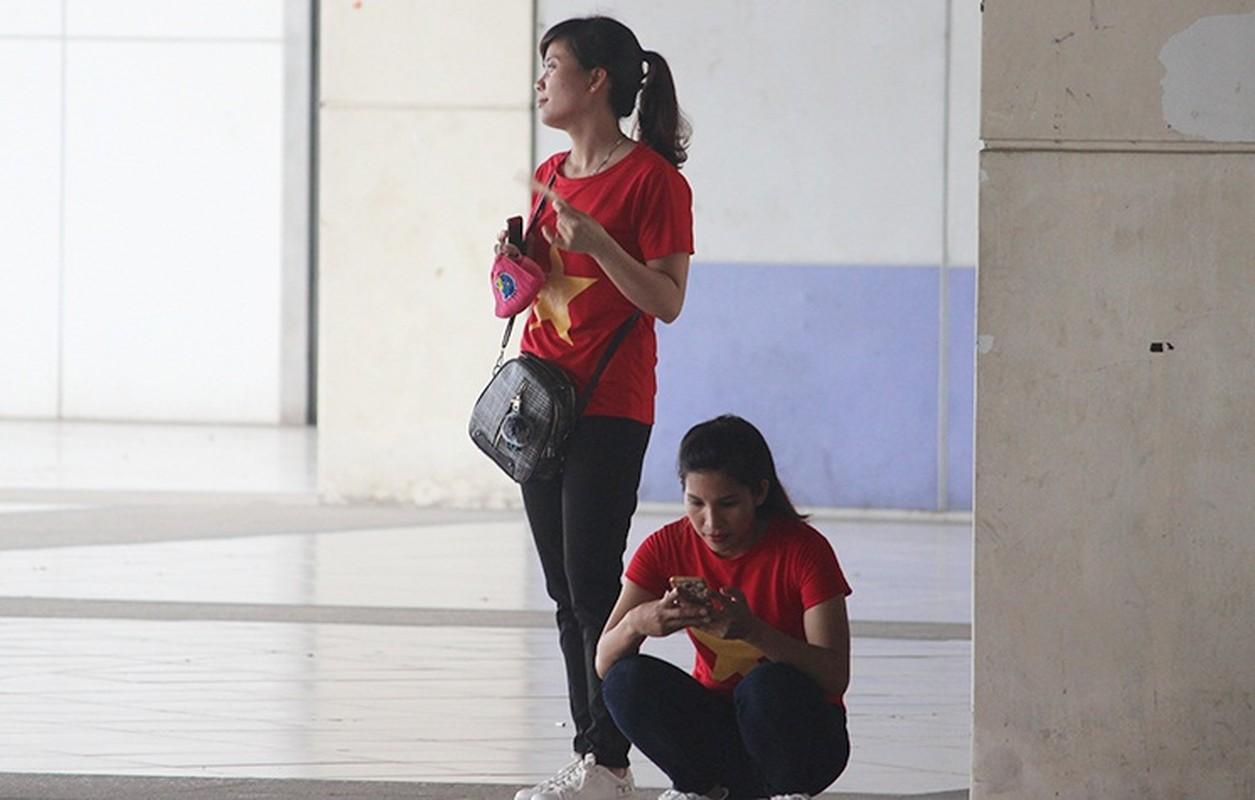 Bat chap troi mua, CDV no nuc den san My Dinh cho don Olympic Viet Nam-Hinh-5