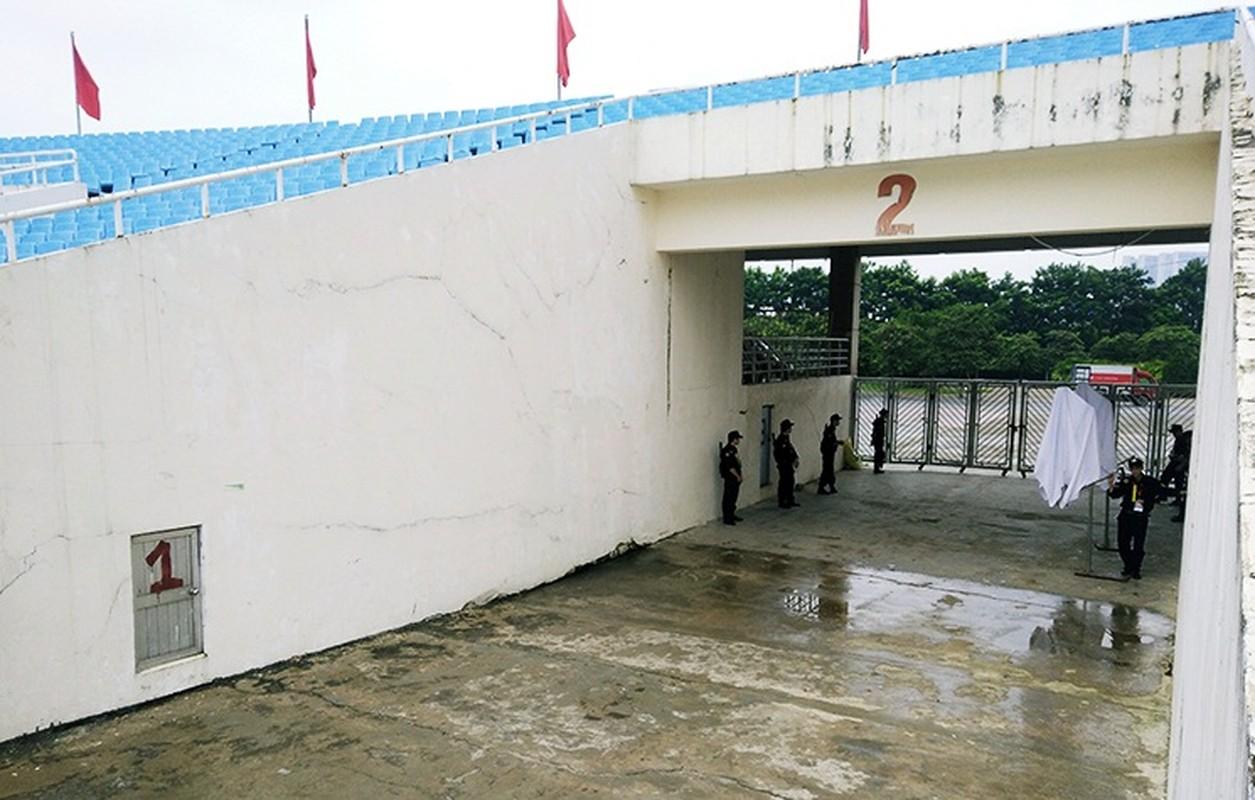 Bat chap troi mua, CDV no nuc den san My Dinh cho don Olympic Viet Nam-Hinh-6