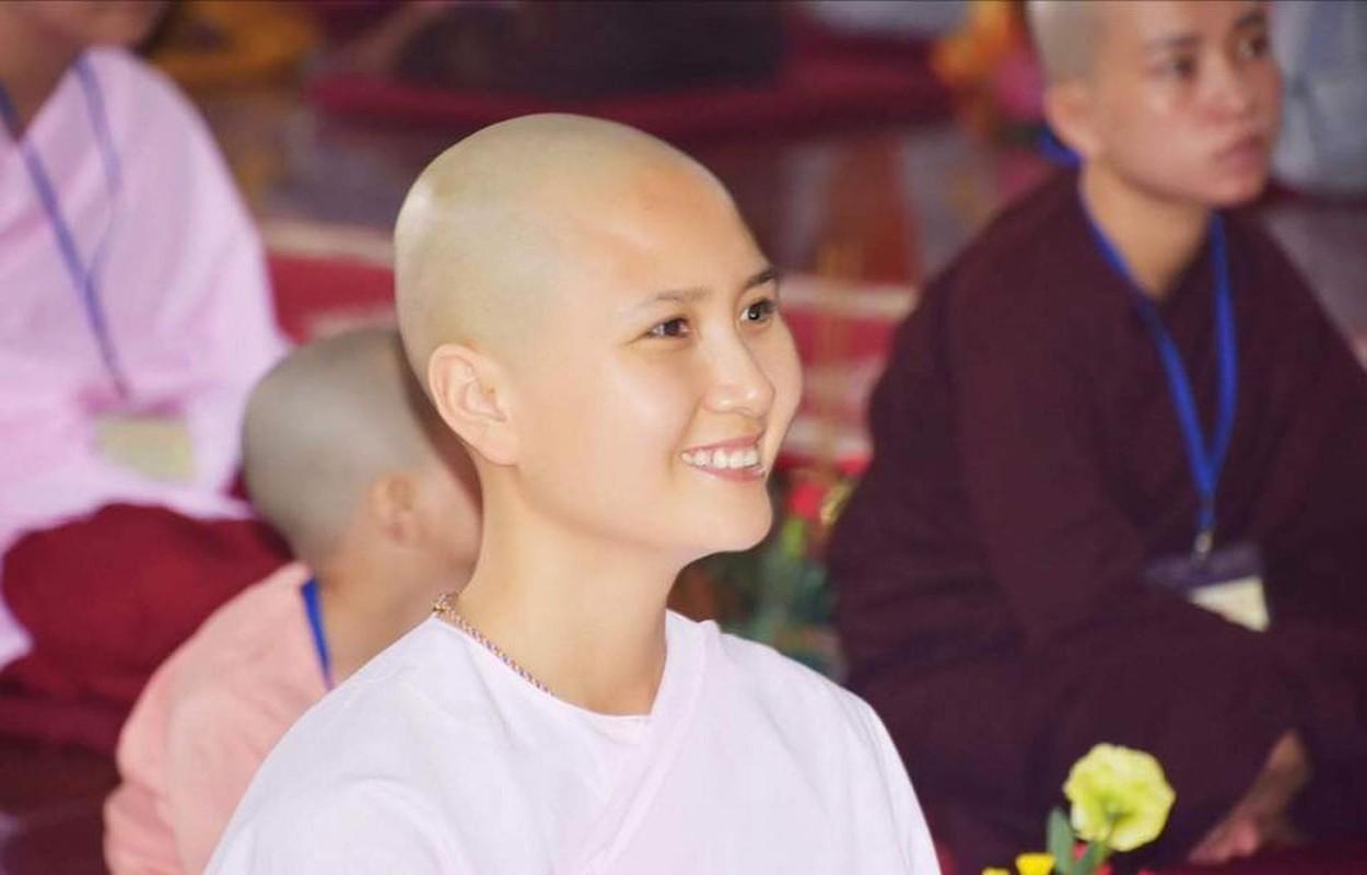 Hinh anh Nguyen Thi Ha o HHVN 2014 truoc khi di tu duoc tim kiem