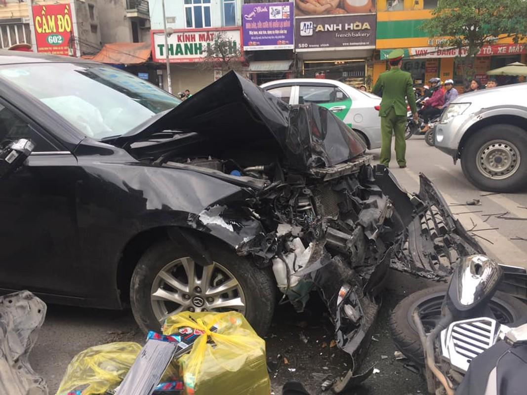 Khiep dam hien truong oto Mazda dam lien hoan tren duong Truong Chinh-Hinh-2