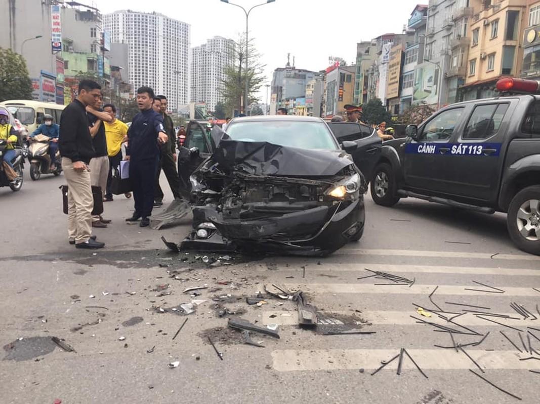 Khiep dam hien truong oto Mazda dam lien hoan tren duong Truong Chinh-Hinh-3