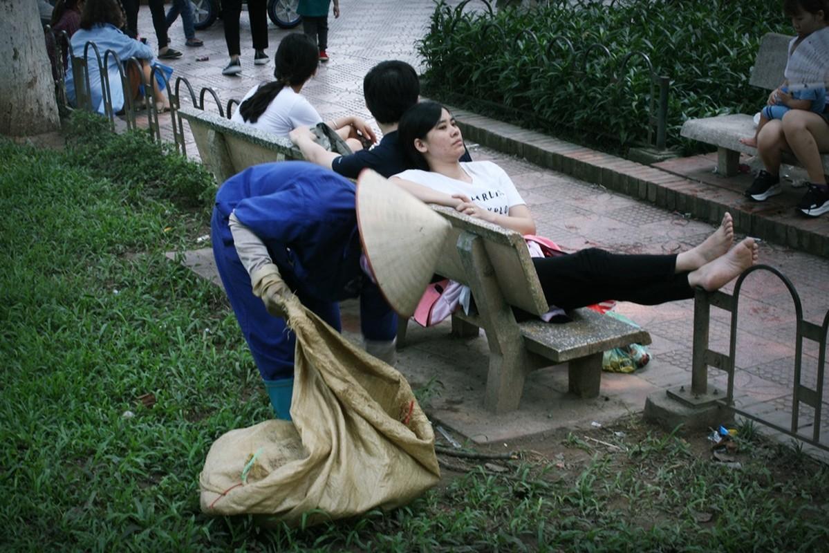 HN: Dan vat vuong, rac thai vay kin vuon thu ky nghi 30/4 - 1/5-Hinh-17
