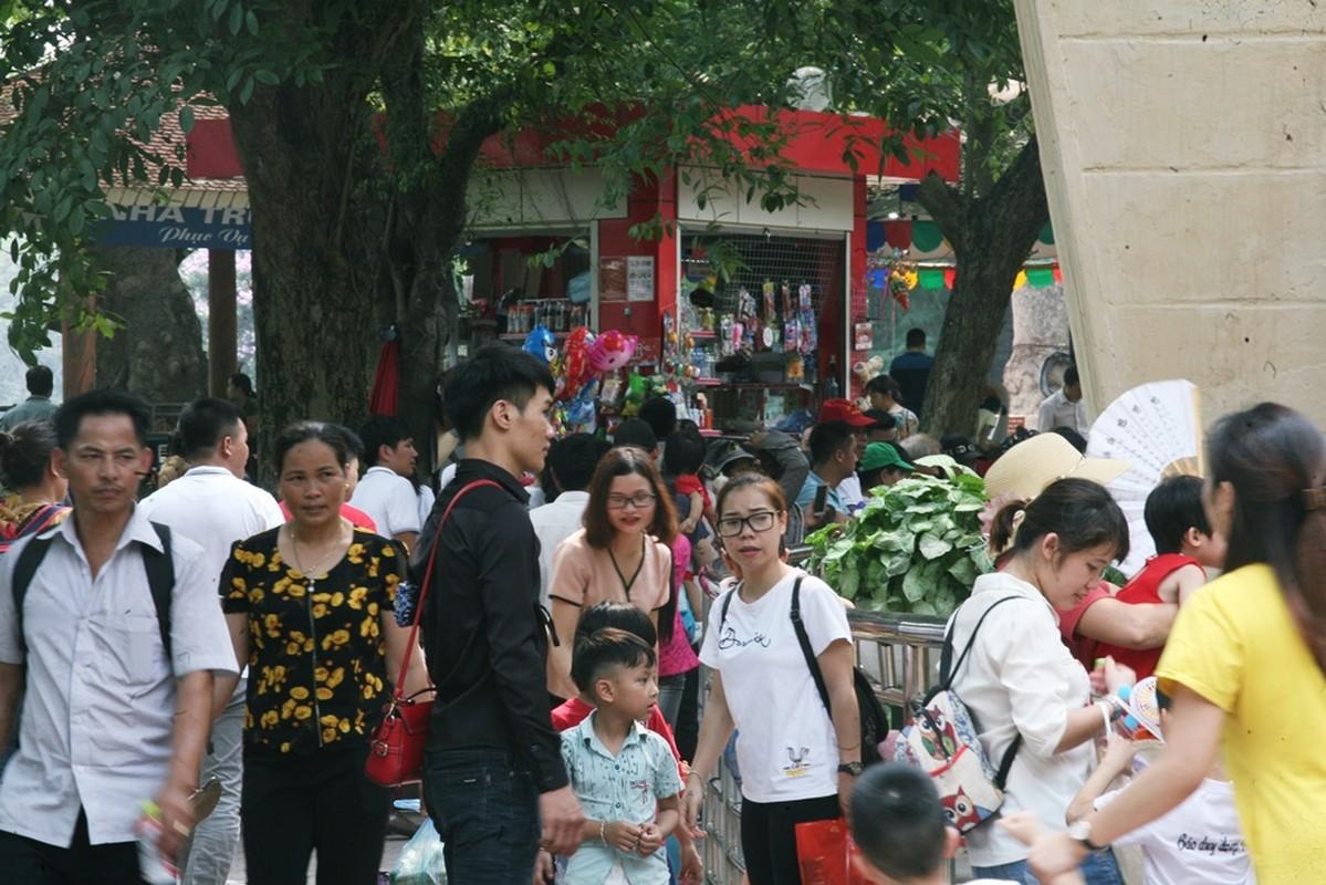 HN: Dan vat vuong, rac thai vay kin vuon thu ky nghi 30/4 - 1/5-Hinh-5