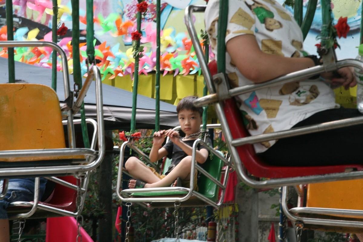 HN: Dan vat vuong, rac thai vay kin vuon thu ky nghi 30/4 - 1/5-Hinh-8