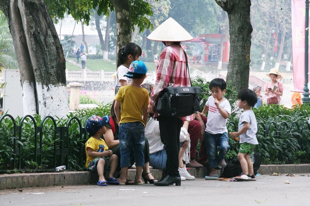 HN: Dan vat vuong, rac thai vay kin vuon thu ky nghi 30/4 - 1/5-Hinh-9