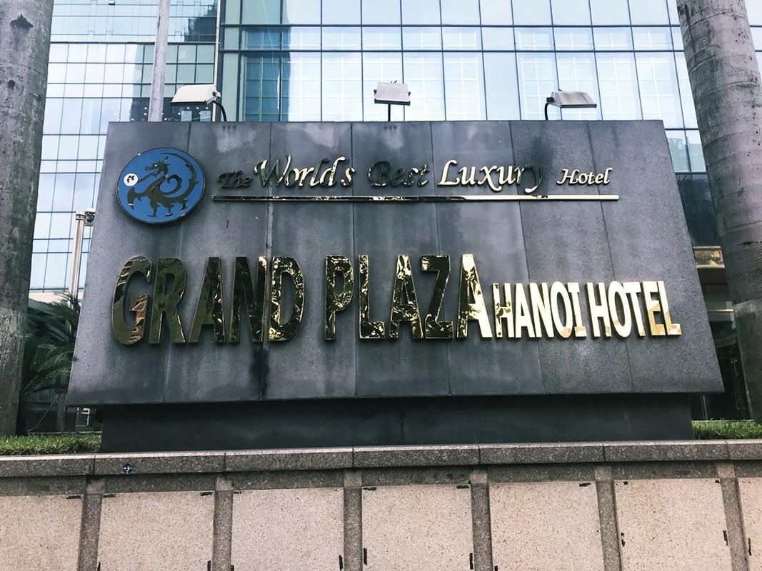 Can canh khach san dat vang Grand Plaza co nhan vien duoi dan tru mua-Hinh-14