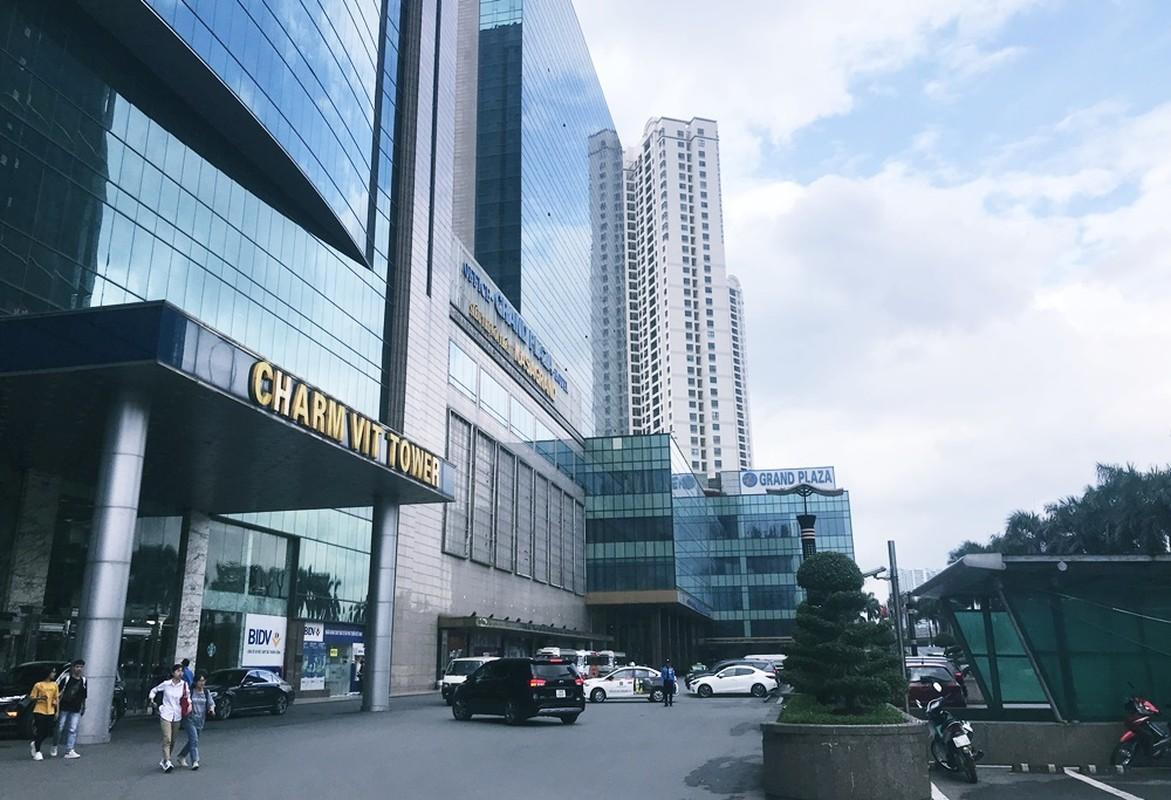 Can canh khach san dat vang Grand Plaza co nhan vien duoi dan tru mua-Hinh-6
