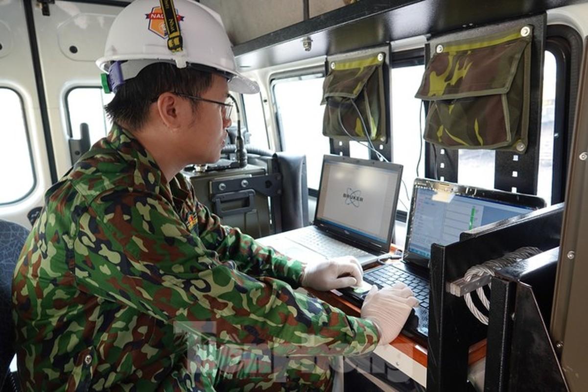 Can canh bo doi dung sung phun hoa chat de tay doc Rang Dong-Hinh-12