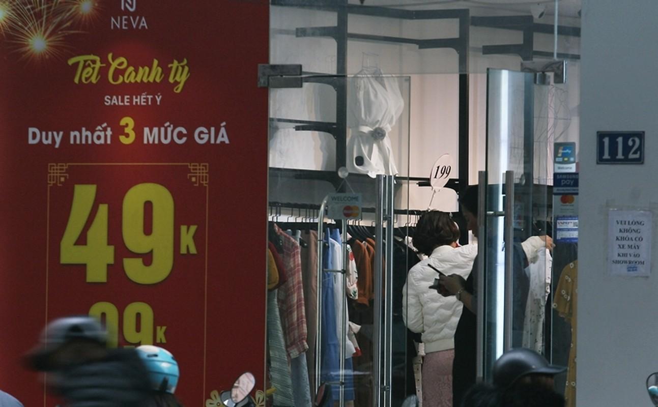 "Thoi trang sale off 80% ""ve que an Tet"", hang hieu e am, binh dan hut khach-Hinh-8"