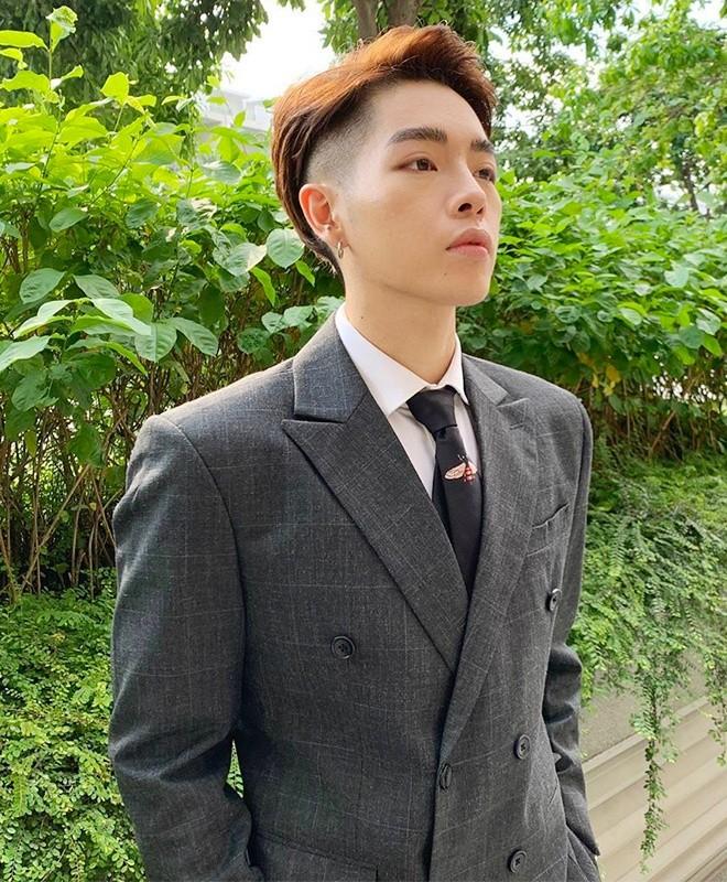 Duc Phuc chuong do mau me, Le Xuan Tien thich khoe body-Hinh-2