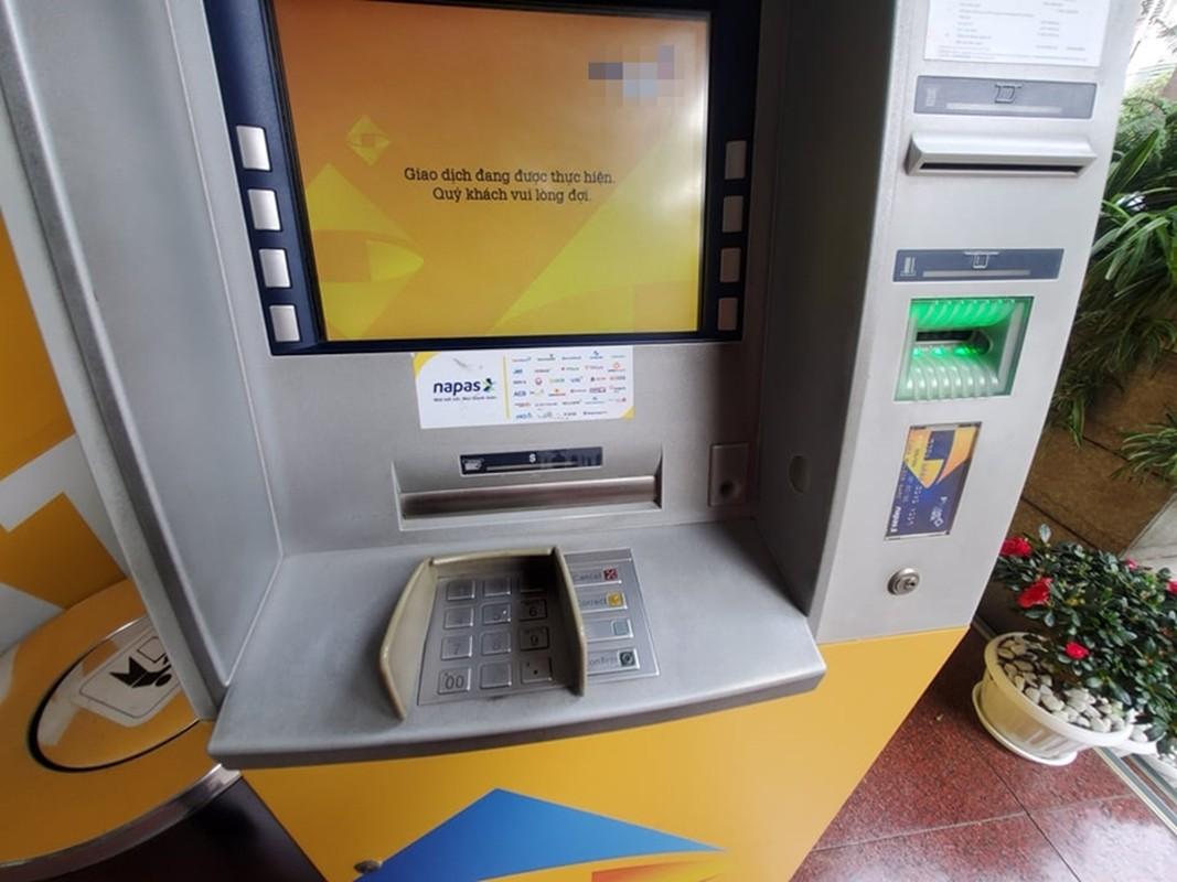 Cay ATM o Ha Noi cau ban, khach so Covid-19 phai mang theo nuoc rua tay-Hinh-12