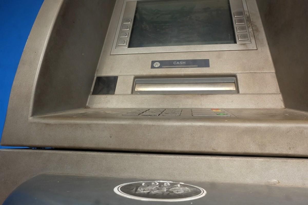 Cay ATM o Ha Noi cau ban, khach so Covid-19 phai mang theo nuoc rua tay-Hinh-4