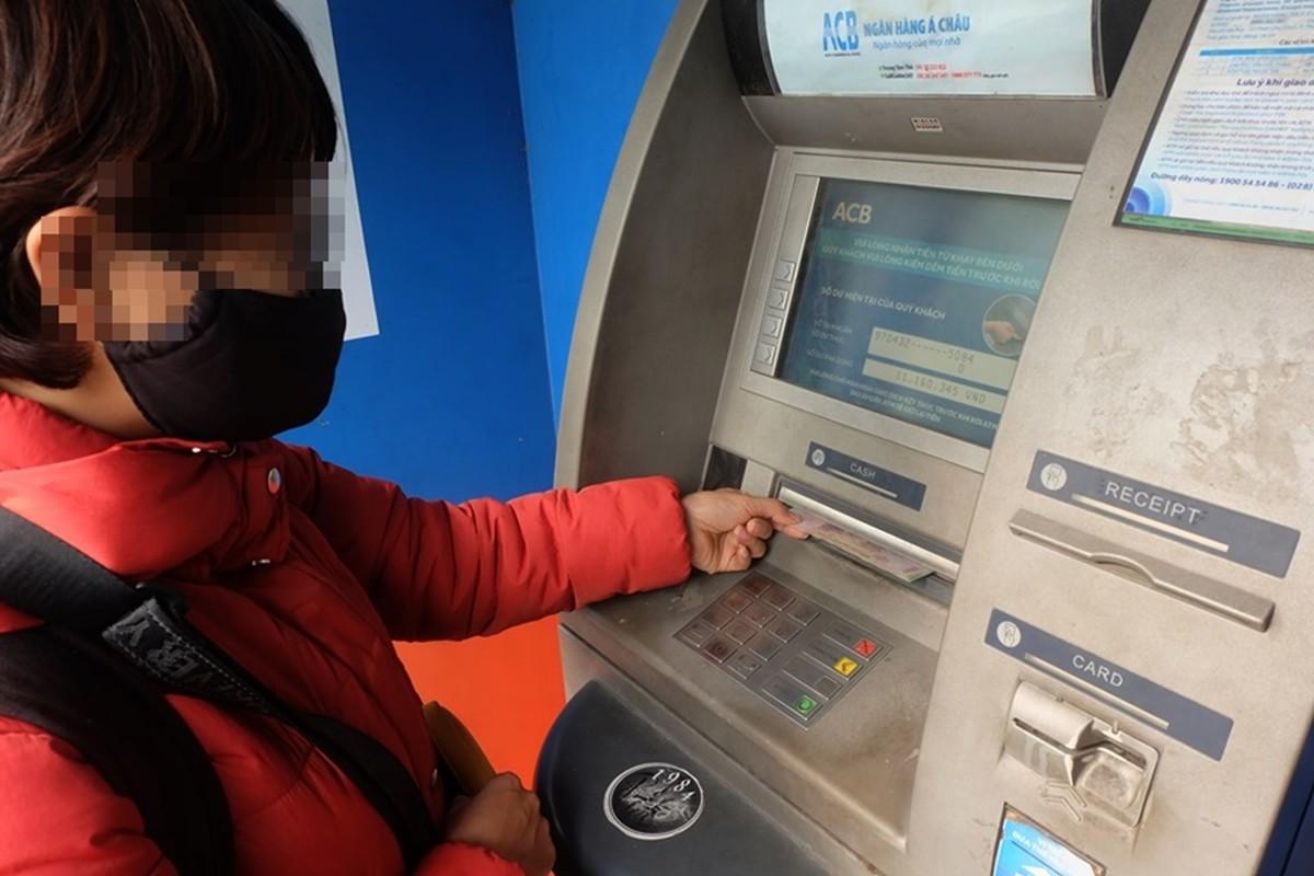 Cay ATM o Ha Noi cau ban, khach so Covid-19 phai mang theo nuoc rua tay-Hinh-5