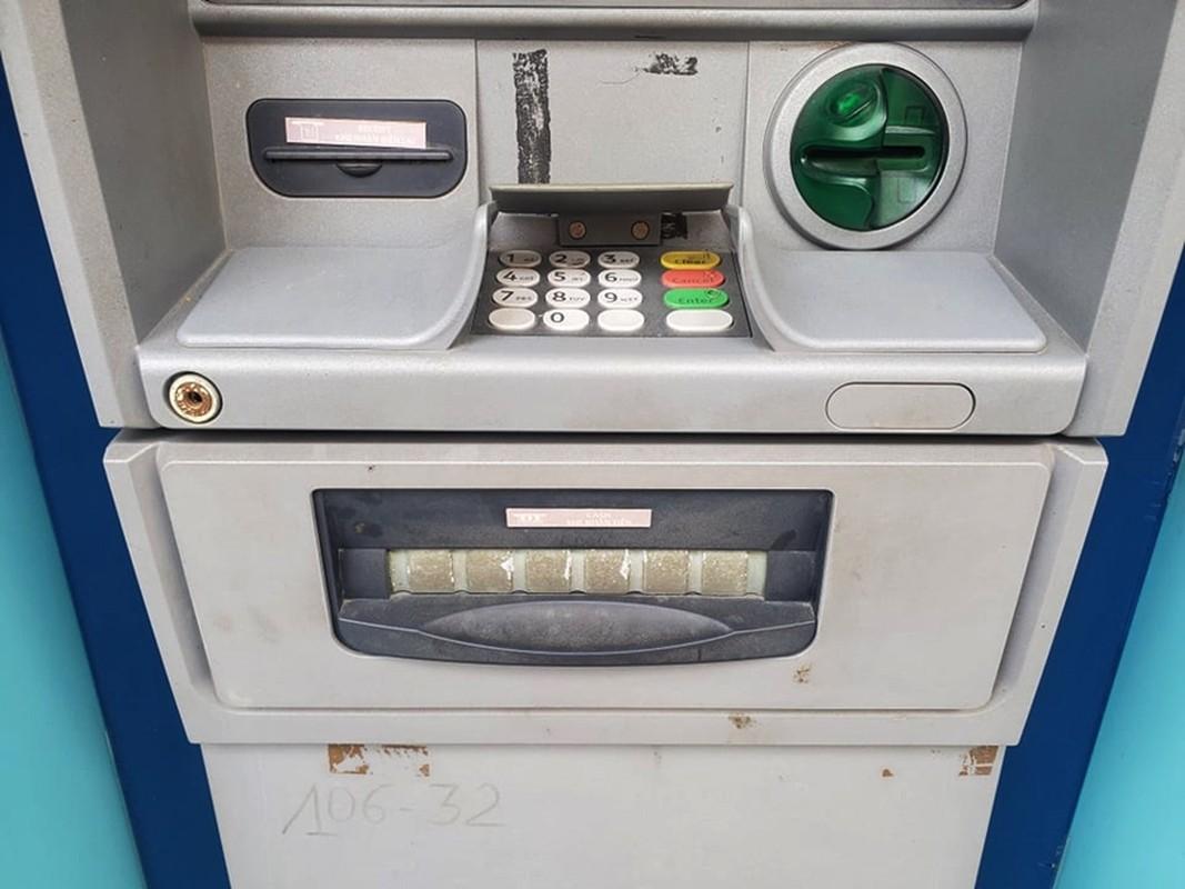 Cay ATM o Ha Noi cau ban, khach so Covid-19 phai mang theo nuoc rua tay-Hinh-8