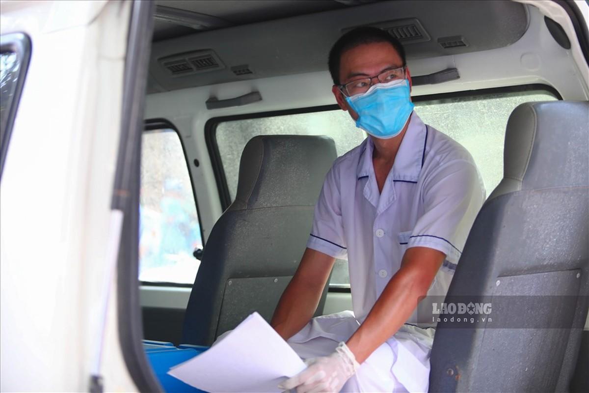 Bat dau test COVID-19 cho nhung nguoi di tu Da Nang ve Ha Noi-Hinh-13
