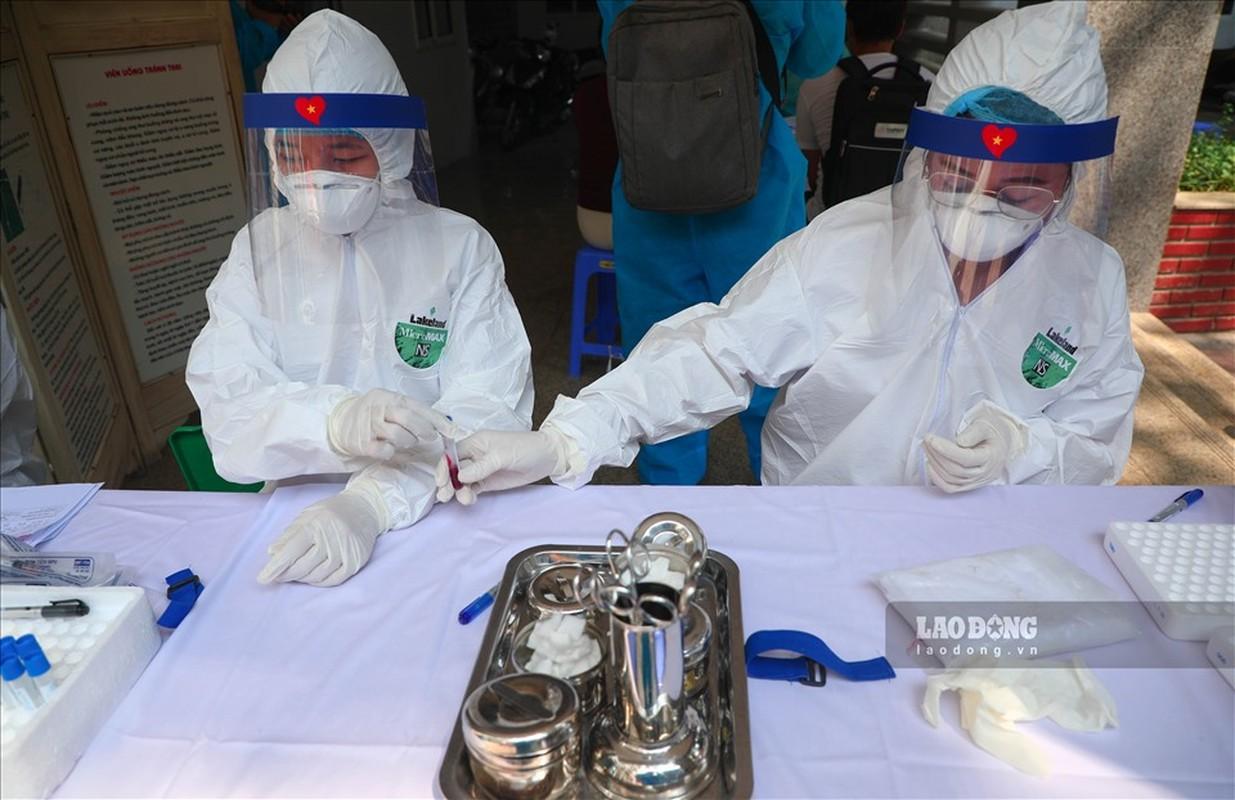 Bat dau test COVID-19 cho nhung nguoi di tu Da Nang ve Ha Noi-Hinh-6