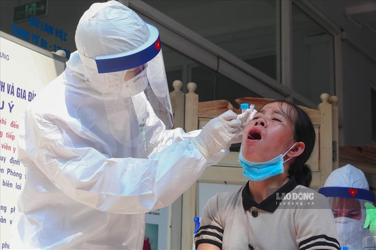 Bat dau test COVID-19 cho nhung nguoi di tu Da Nang ve Ha Noi-Hinh-9