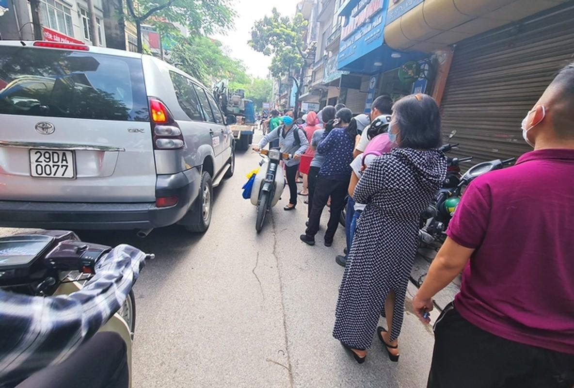 """""""Rong ran"""" xep hang cho tu sang den chieu mua banh trung thu truyen thong o HN-Hinh-4"""